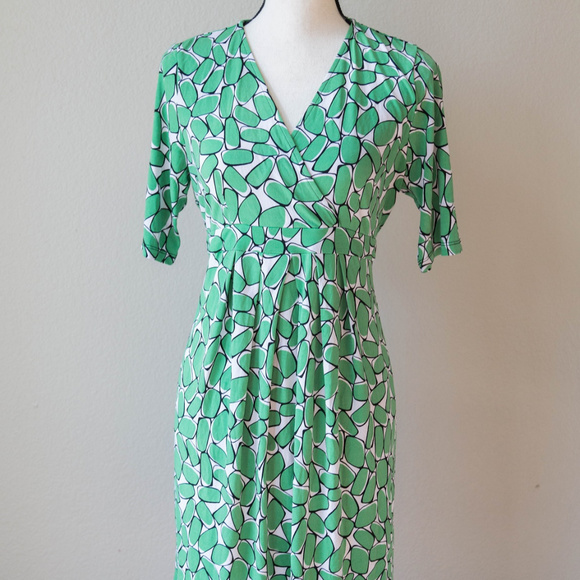 7b9cd4db12854 Mimi Maternity Dresses   Mimi Green Pattern Crossover Maternity ...